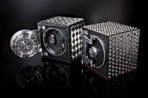 doettling_colosimo_watch_safe_in_leather_and_spikes_4iohd